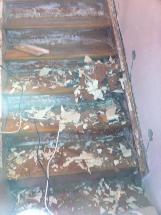 entlacken der alten Holztreppe