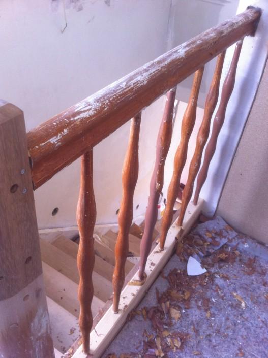 Holztreppe neu angepasst und entlackt