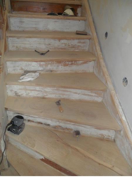 Holztreppe während der Renovierung